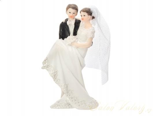 Svatební figurka nevěsta v náručí