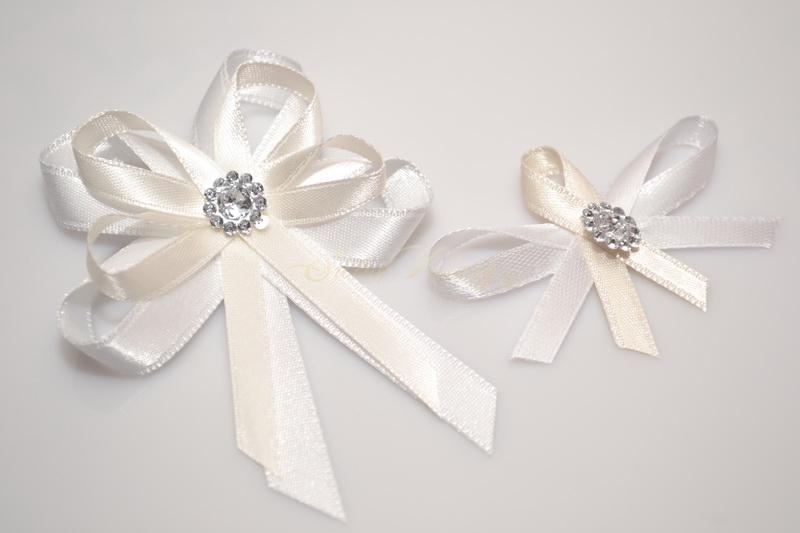 Svatební vývazek s broží - krémové