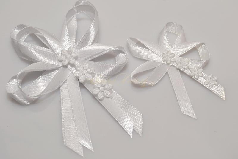 Svatební vývazky s květinkami - bílé