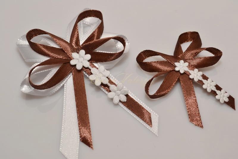 Svatební vývazky s květinkami - hnědé