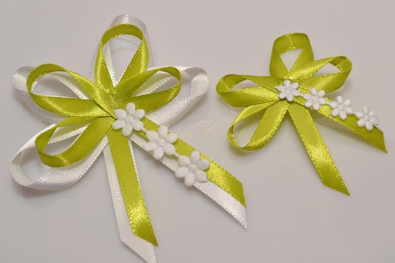 Svatební vývazky s květinkami - světle zelené
