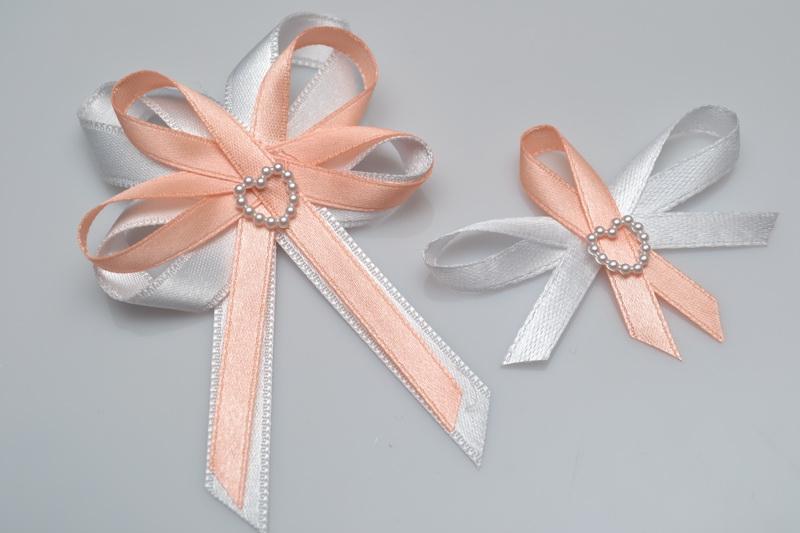 Svatební vývazek s perleťovým srdíčkem - lososová