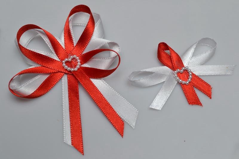 Svatební vývazek s perleťovým srdíčkem - červená