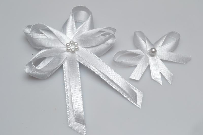 Svatební vývazek s perličkou - bílá