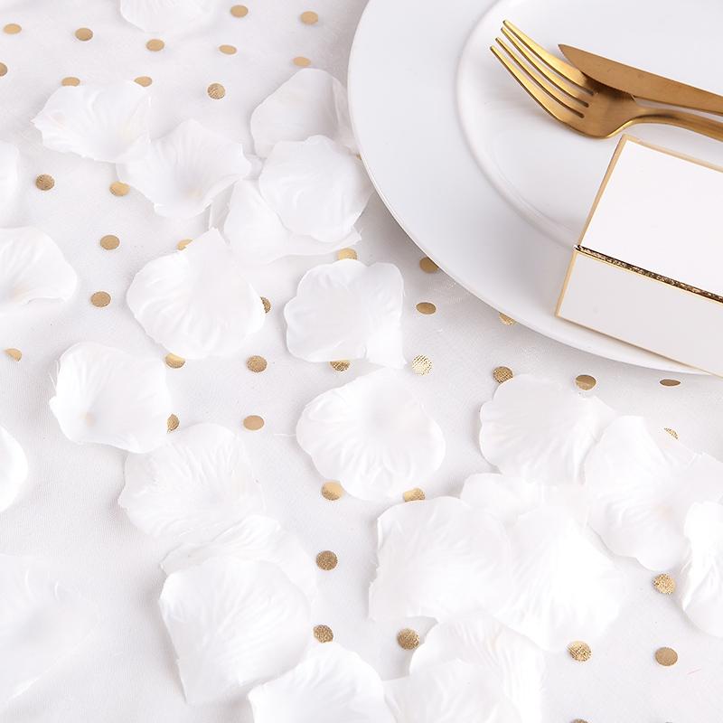 Okvětní plátky růží - bílá