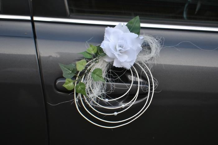 Pedigové ozdoby s růží na kliky aut